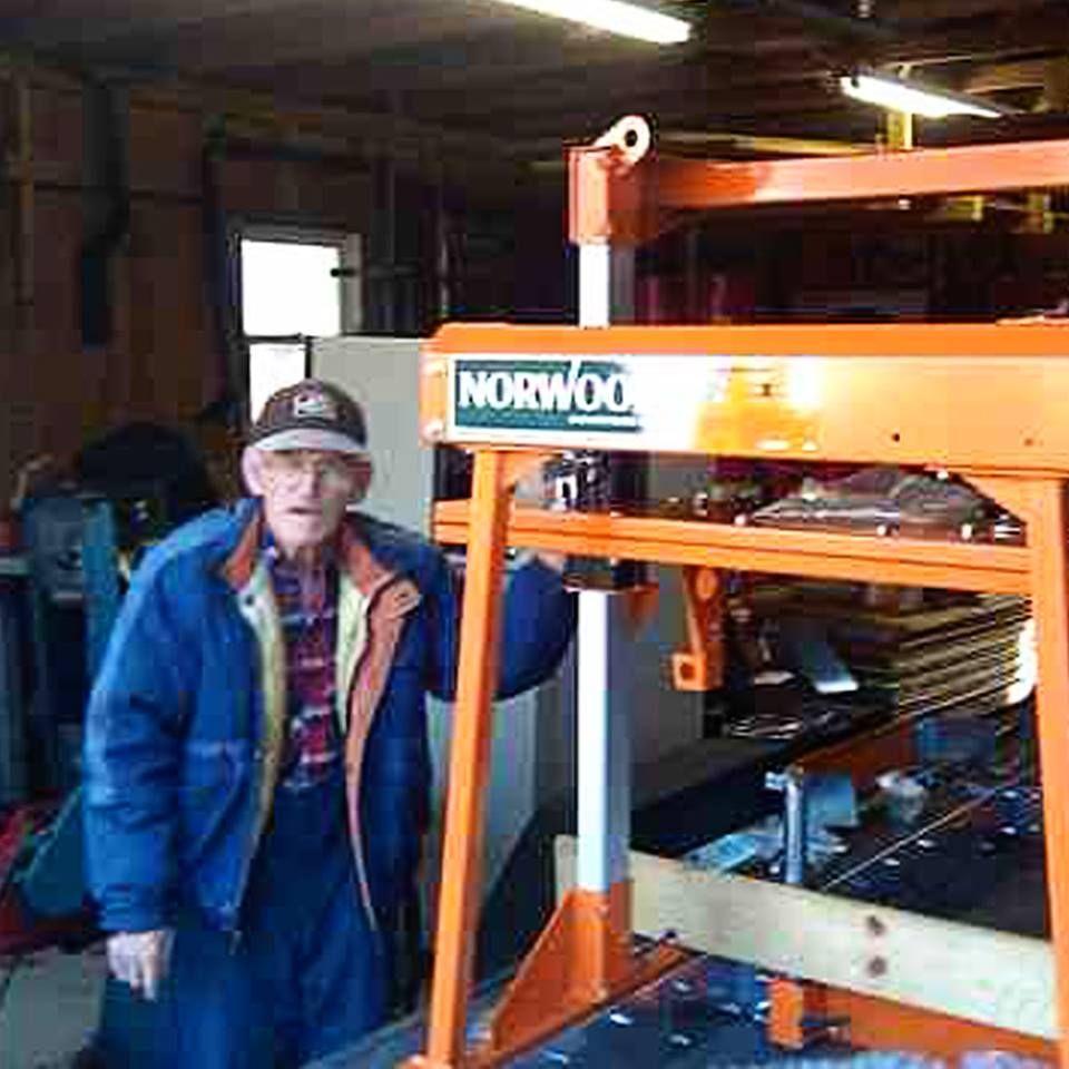 Lumbermate Personal Sawmill Honda Gx390 Model Lm29