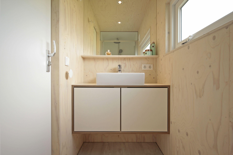 Grote Spiegel Hout : Familiehuisje zondag aan zee op terschelling badkamer blank hout