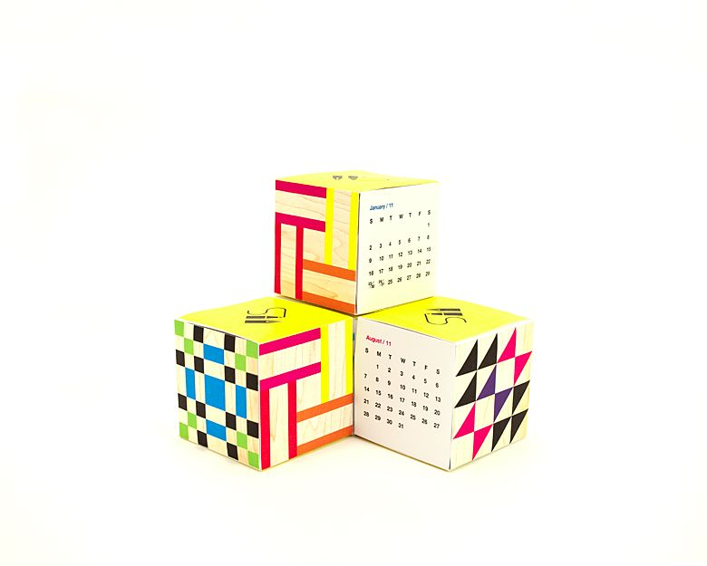 Free printable and stackable calendar cubes from Pen Pencil Stencil.