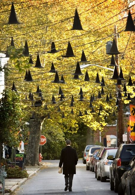 Hanging their hats for Halloween, local residents of Bordentown City, NJ go all out decorating for Halloween | NJ.com