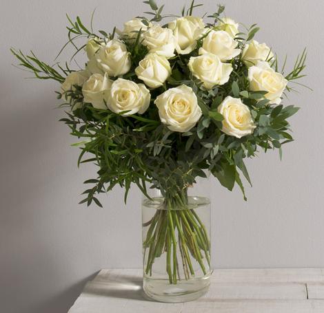 id e de fleurs pour mariage alchimie bouquet romantique de 18 grandes roses blanches gros. Black Bedroom Furniture Sets. Home Design Ideas