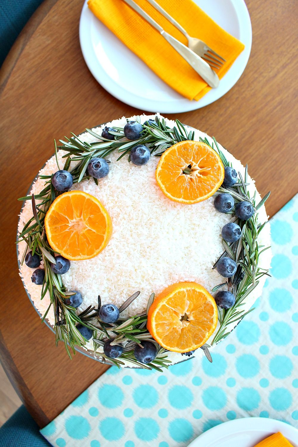 Photo of Carrot Cake with Natural Wreath Cake Decoration | Festive Holiday Baking | Dans le Lakehouse