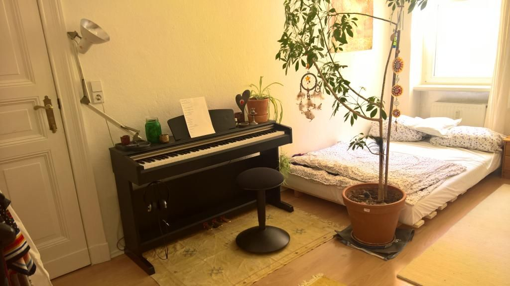 WGZimmer mit Klavier in Berlin Wedding piano berlin wg