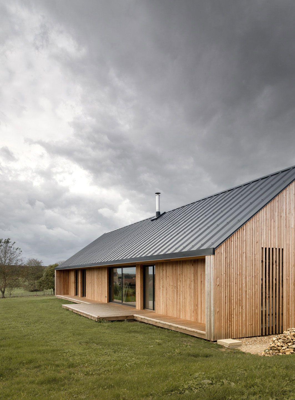 Kleines haus außendesign maison simon by mathieu noël u Élodie bonnefous architectes  house