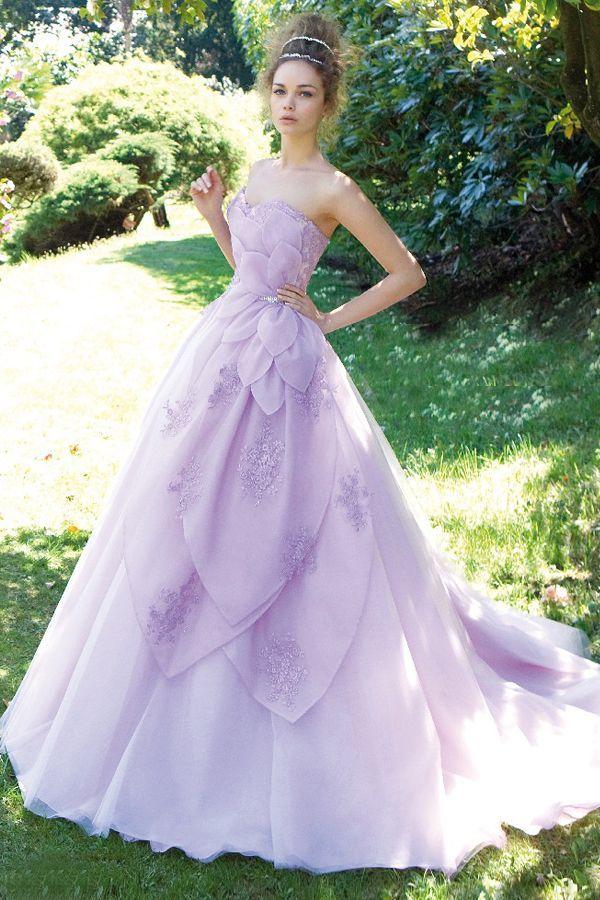 81ee0ea53a46a 人気NO.1カラー!お色直しは誰よりも可愛い紫色のウェディングドレスが着 ...