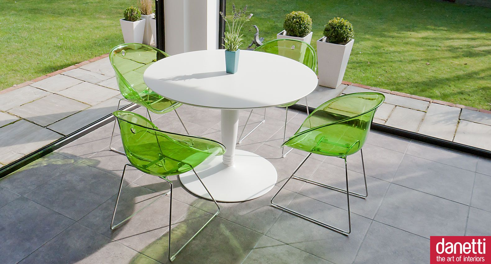 Vico White Round And Coco 4 Seater Dining Set  Hooka Bar Best Funky Dining Room Table And Chairs Inspiration Design