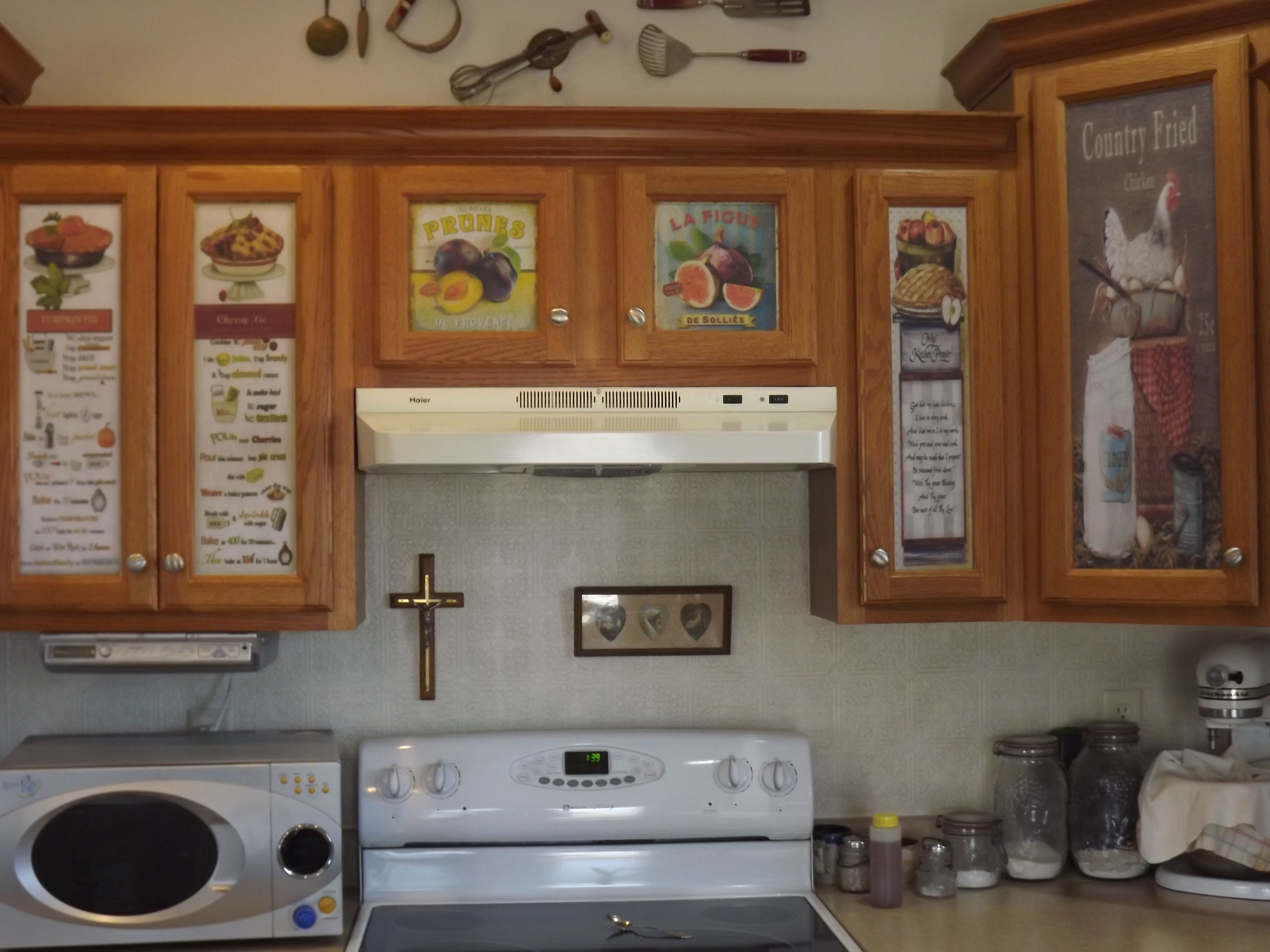 Decoupage On Kitchen Cubboards With Vintage Labels Home Interior Design House Interior Kitchen