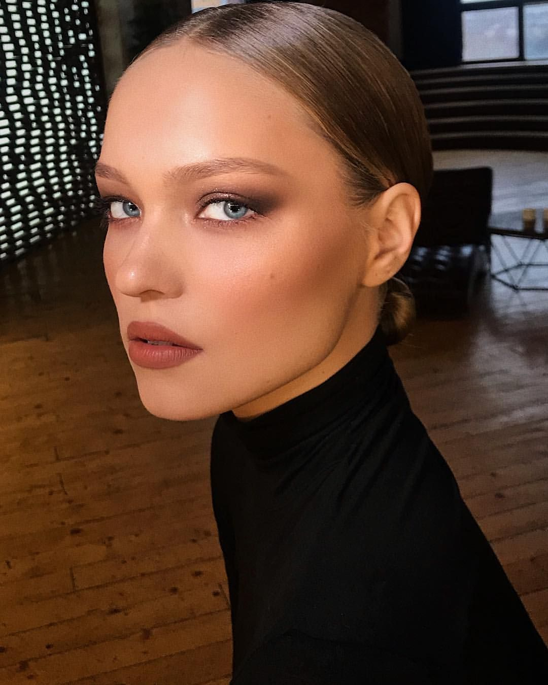 Classic makeup look using all warm neutral shades from @marcbeauty on beautiful @widjeo for my last day in Moscow today. Next stop St Petersburg