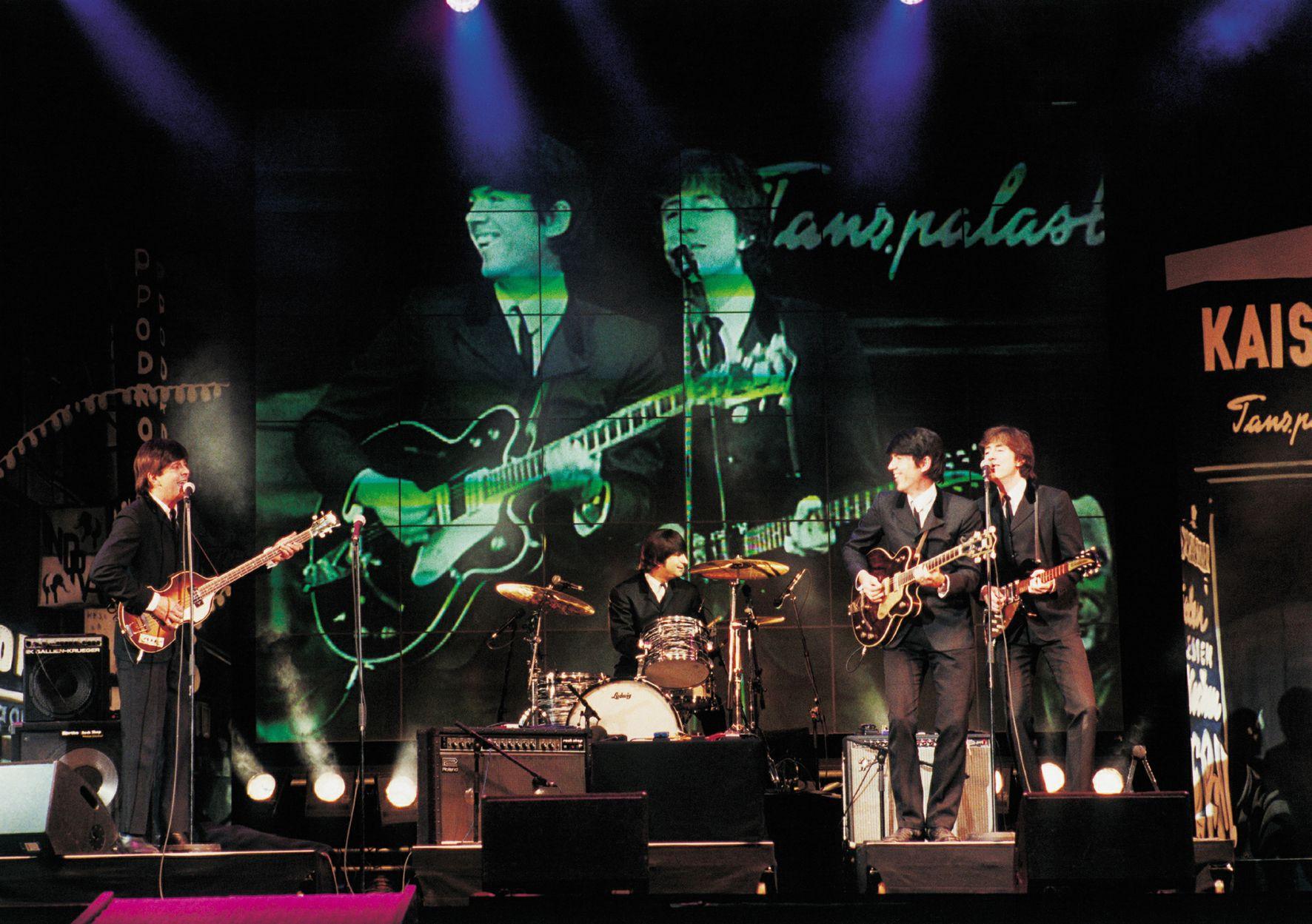 """Mit dem Musical """"All you need is love!"""" lässt Produzent Bernhard Kurz die typische Beatles-Atmosphäre wieder aufleben. Am 13.04., ab 20 Uhr in unserem Hegel-Saal. Mehr unter: https://www.musiccircus.de/Tickets/all-you-need-is-love-das-beatles-musical_5891d94befd91ee751db3d15 ©Music Circus Konzertbüro GmbH"""