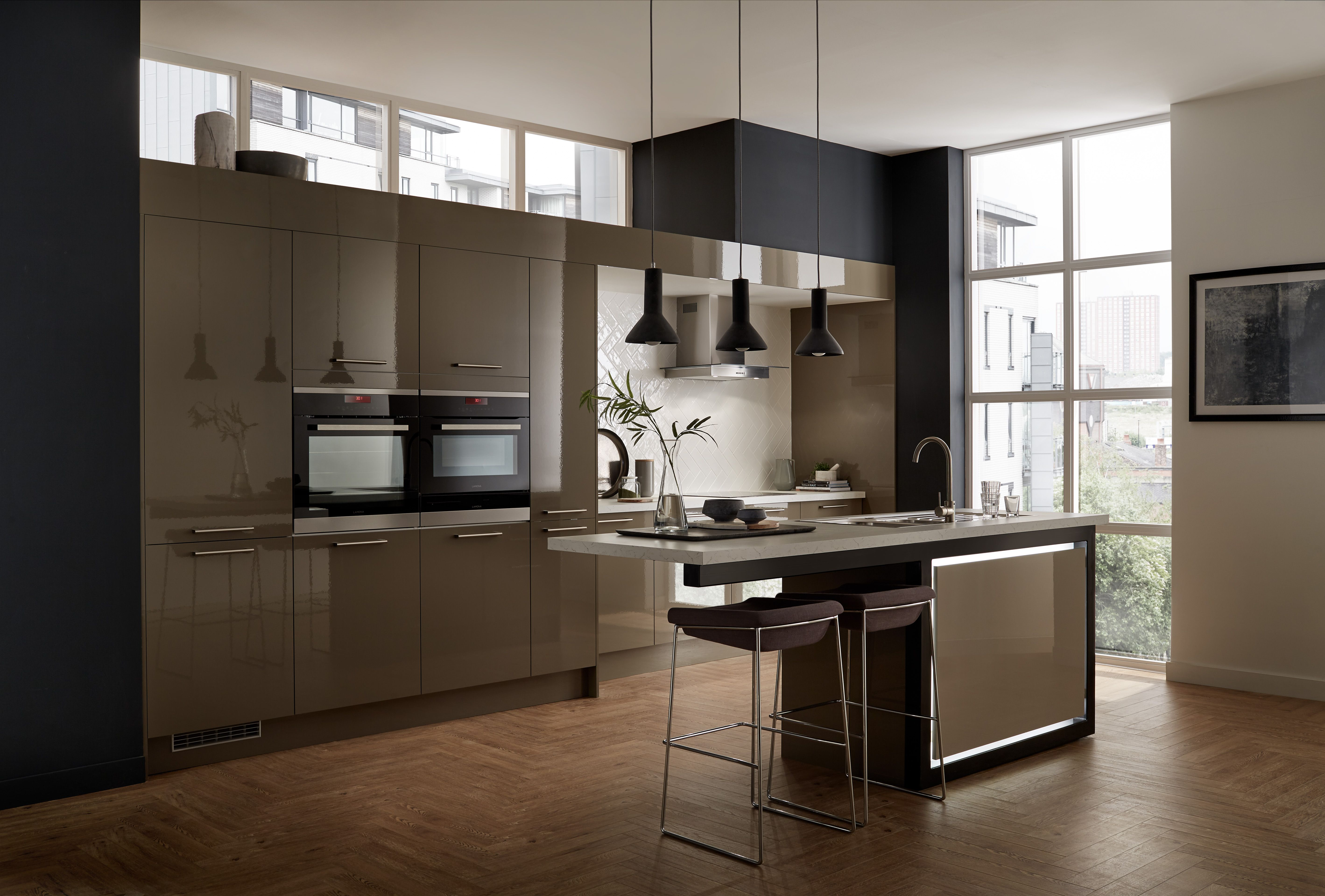 create a sleek and modern kitchen with greenwich gloss clay a beautiful stylish and practical kitchen island created with our greenwich gloss clay kitchen range part of the universal collection by howdens joinery