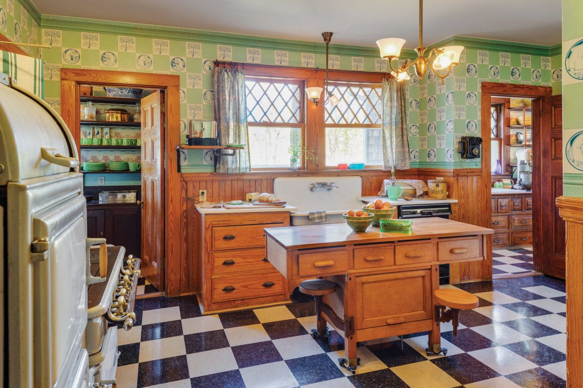 A 1910 1930 Kitchen In 2020 Cheap Kitchen Decor Home Interiors And Gifts Interior House Colors