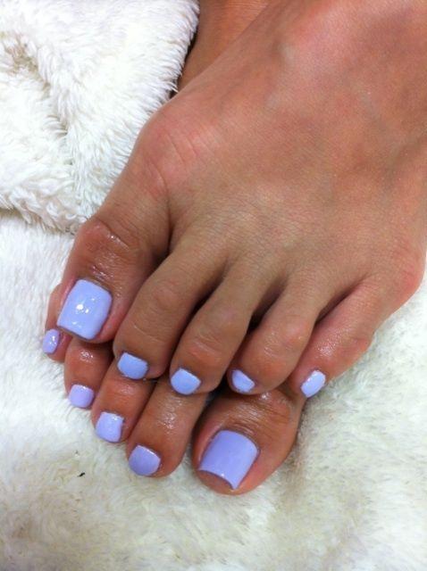 pretty light purple toenail polish