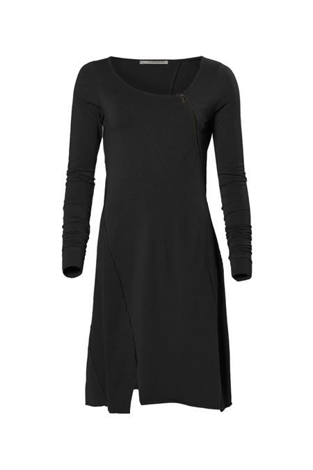 http://www.corakemperman.nl/collectie/55/items/forever-black-dress/