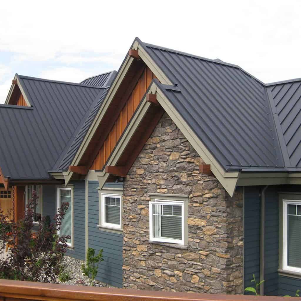 Interlock Standing Seam Roof Deep Charcoal Campbell River Bc Standing Seam Metal Roof Metal Roof Colors Tin Roof House