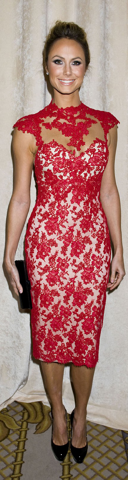 Marchesa red lace. Really love how it hugs the body. Great for curvy ...