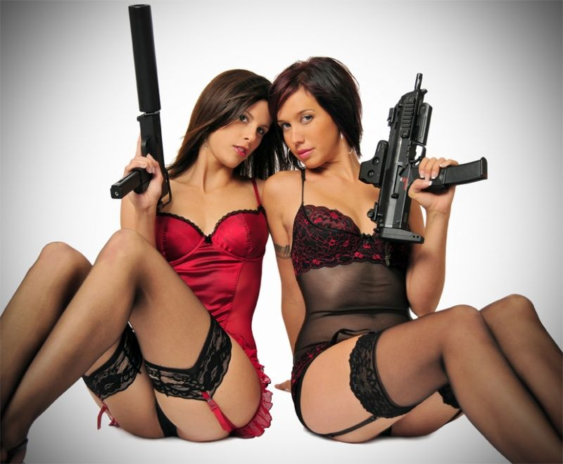 sexy-girls-and-gun-midget-solo-nude