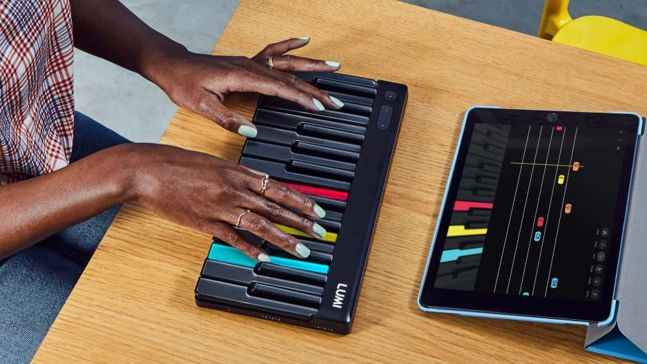 Want to learn to play piano? This innovative keyboard will
