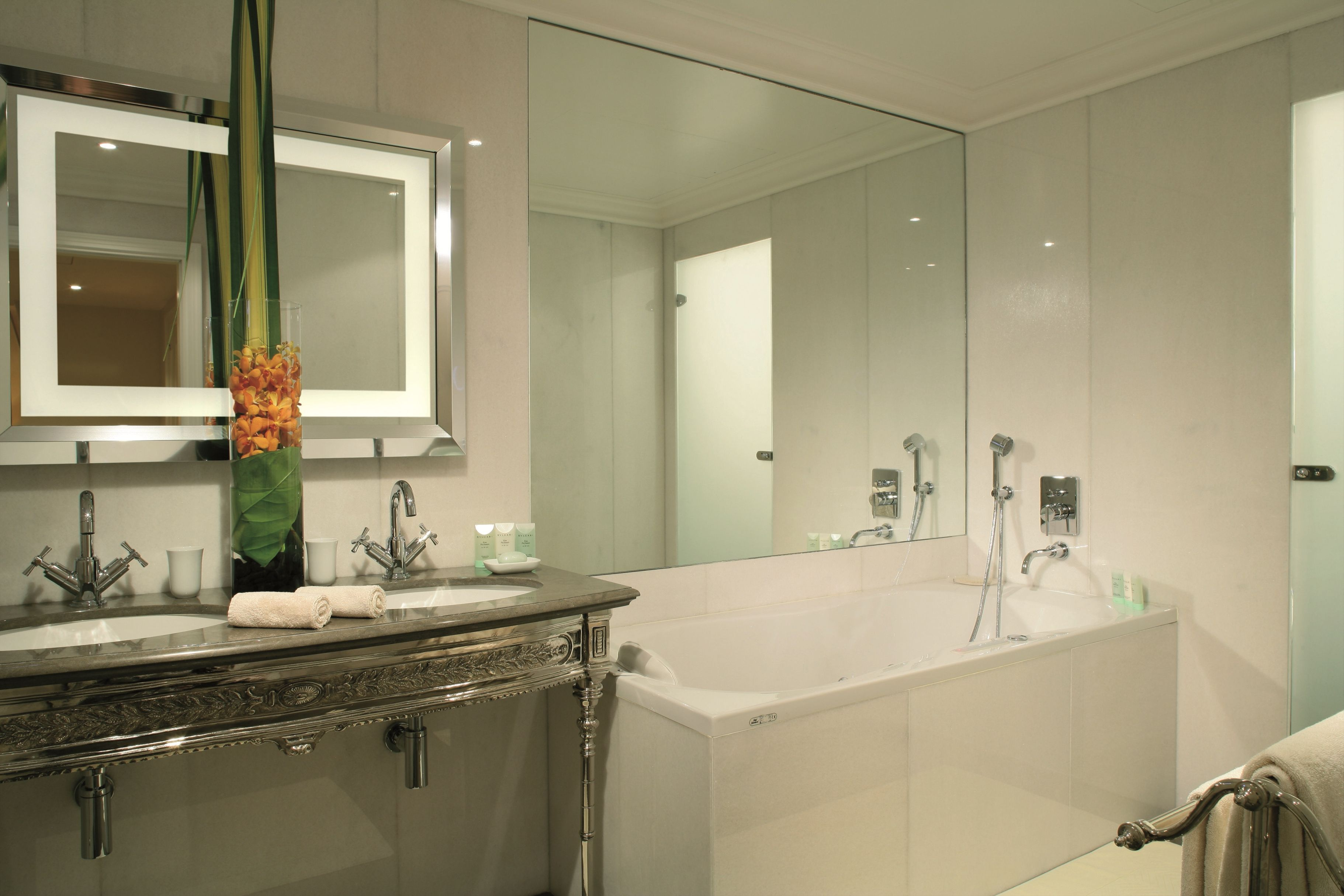 luxus hotel interieur paris angelo cappelini, luxurious presidential suite bathroom with a double sink, hydro, Design ideen