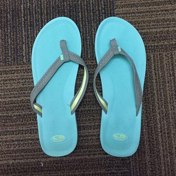 8b6a044e56e Cute champion sandals Never worn