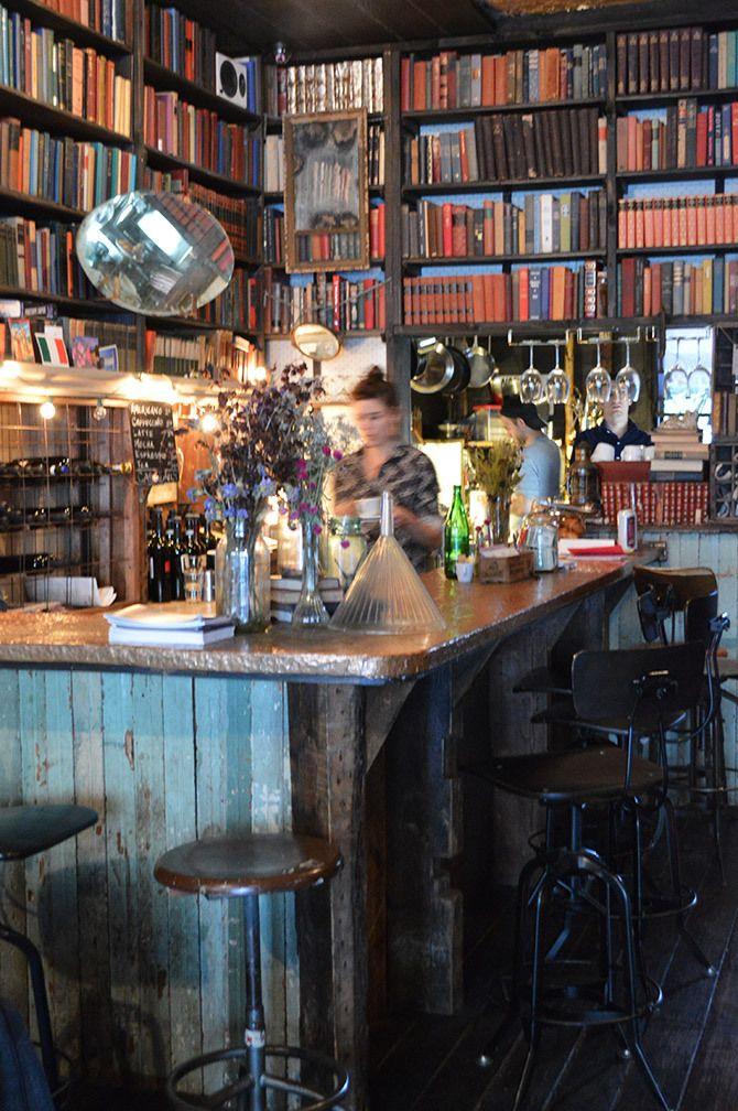 MilkandRoses Greenpoint Cafeteria libreria, Libros y