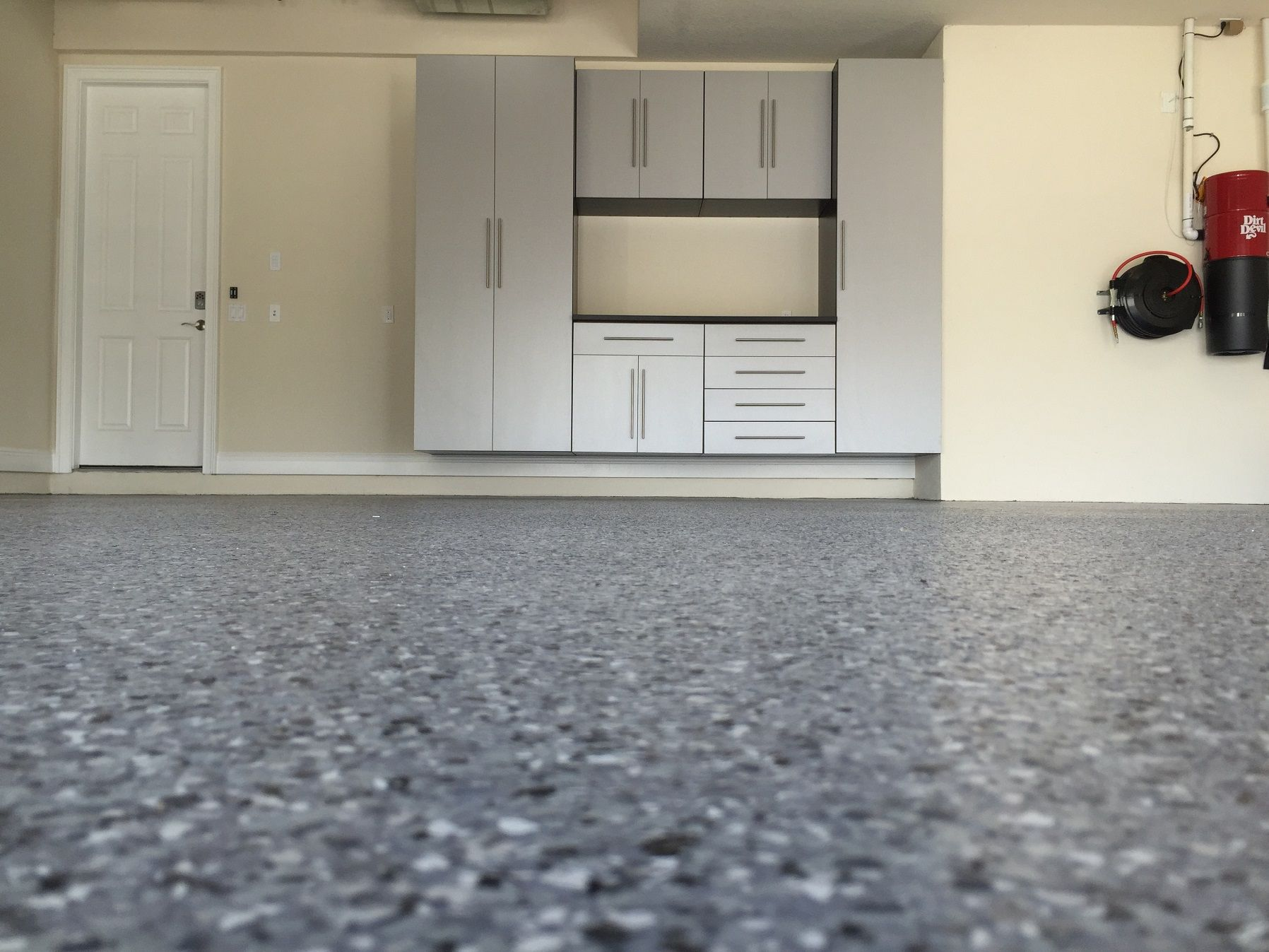 8 Easy And Affordable Garage Floor Options Garageworkshopflooringideas Garage Floor Flooring Options Diy For Kids