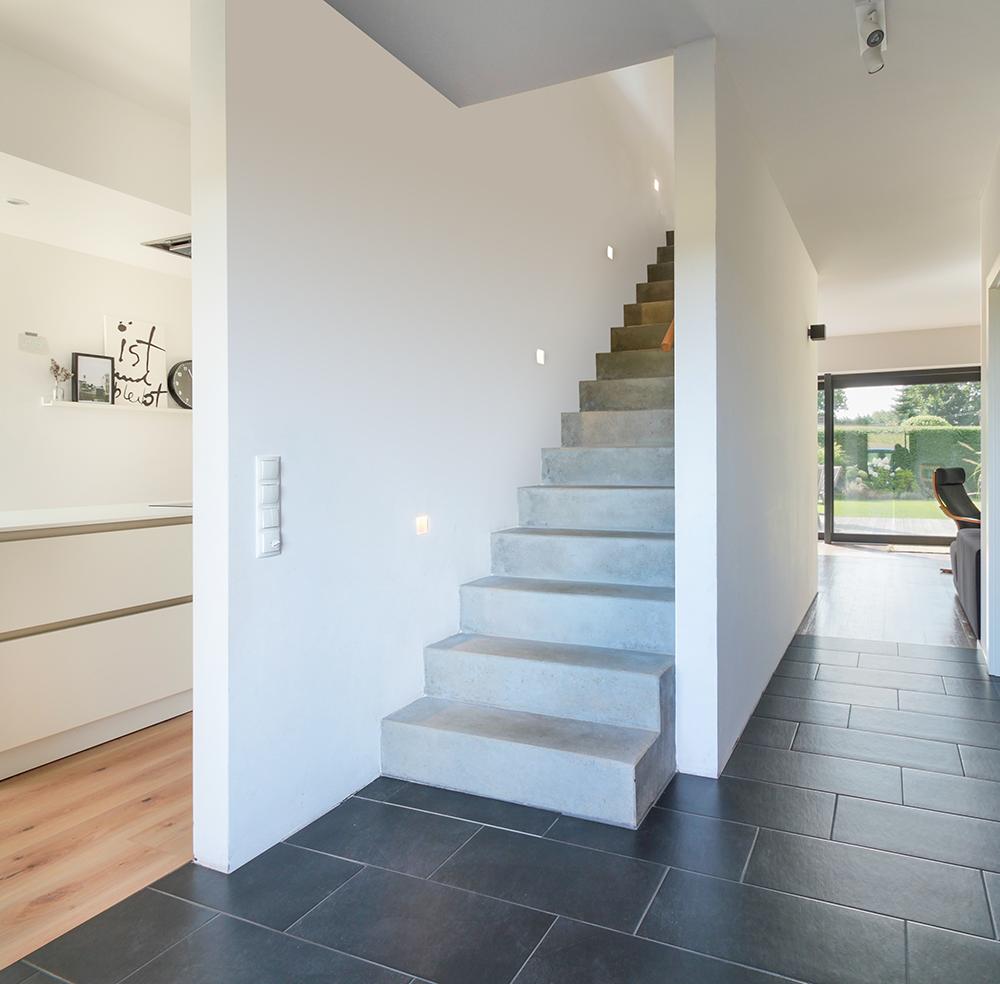 Treppe Mit Sichtbeton In Modernem Einfamilienhaus Eco System Haus