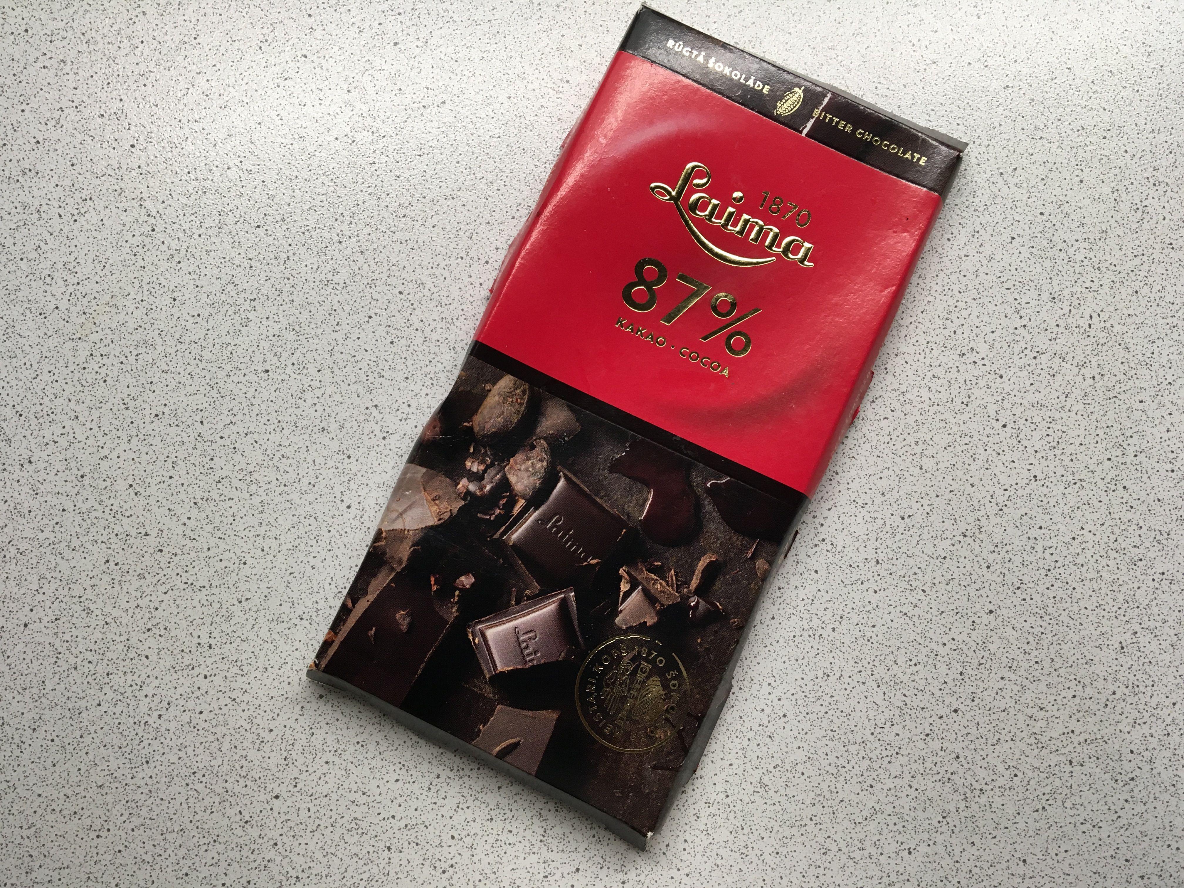 Латвийский вкусный горький шоколад