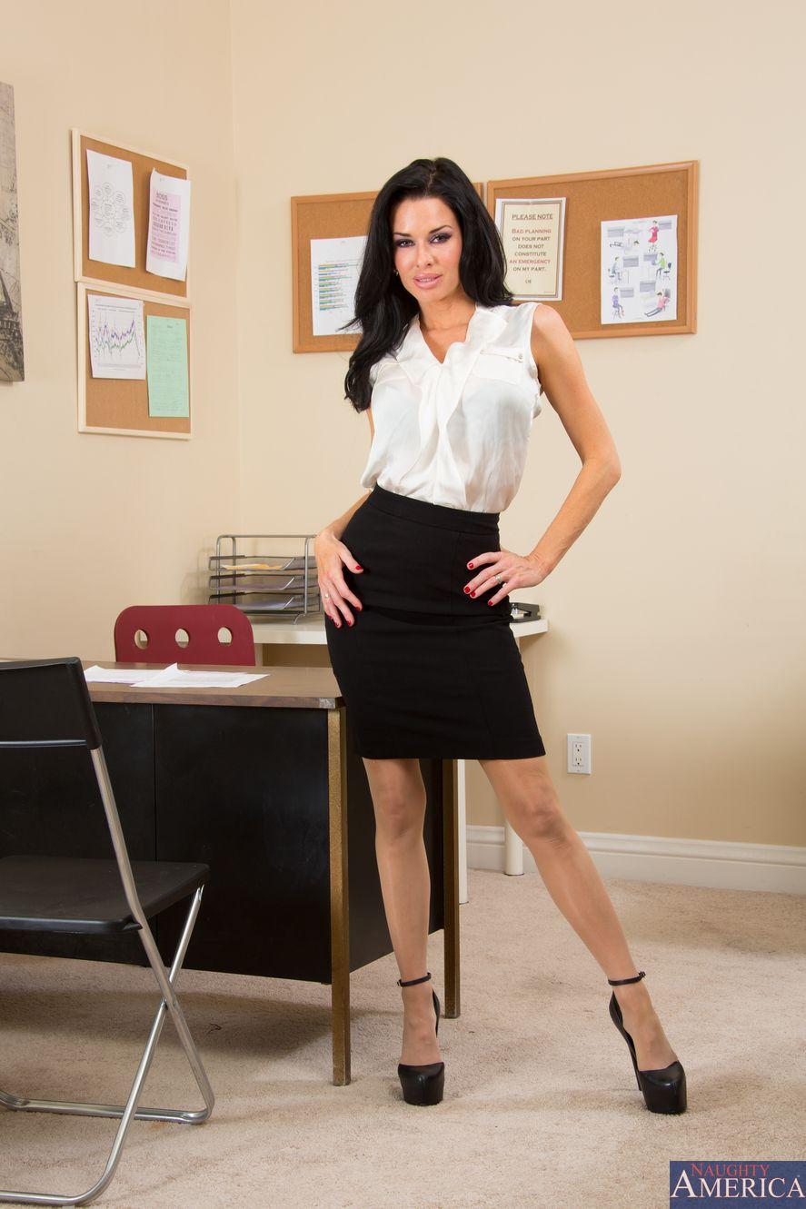 Veronica Avluv In Naughty Office
