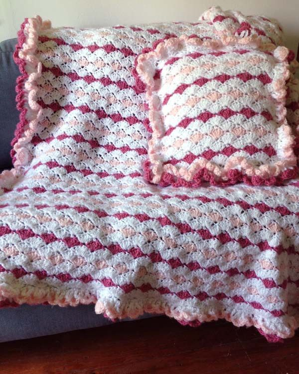 Ruffled Shell Afghan & Pillow Set Crochet Pattern | Colchas, Manta y ...