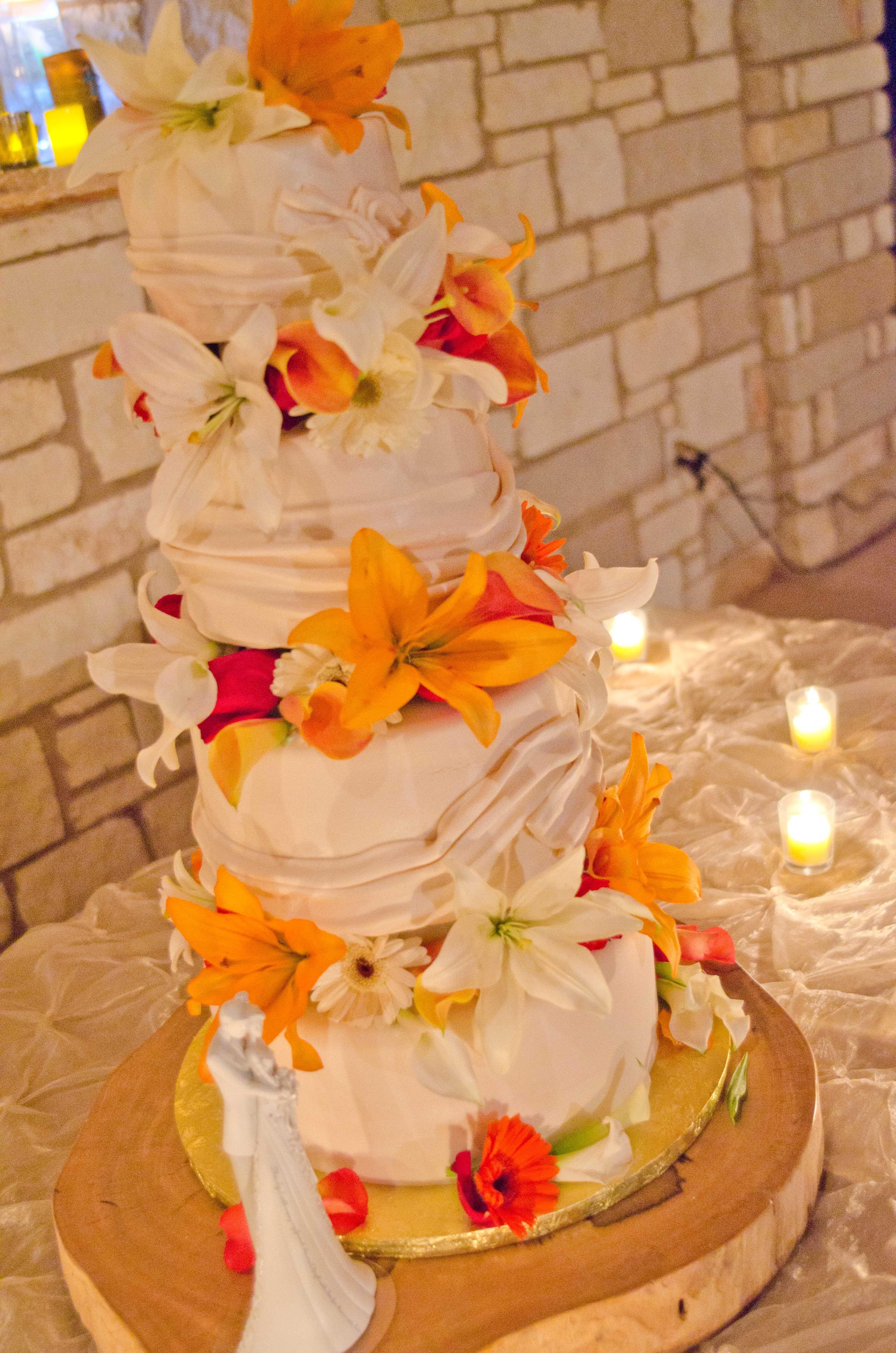 Hill country cakery cake bakery flower wedding