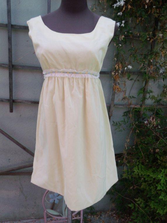 f2c4513fcca Vintage 60 s Pale Yellow Empire Waist Dress. Spring Day Dress. XS Teen