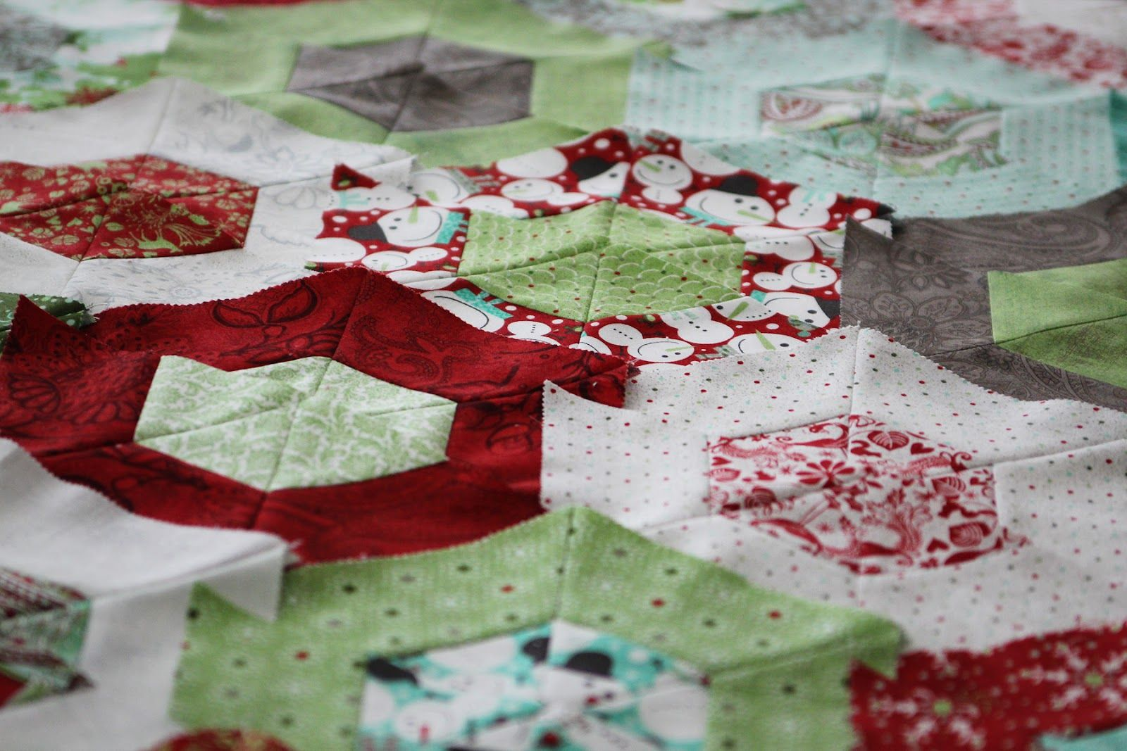 love the fabric line and love the Hexagon quilt