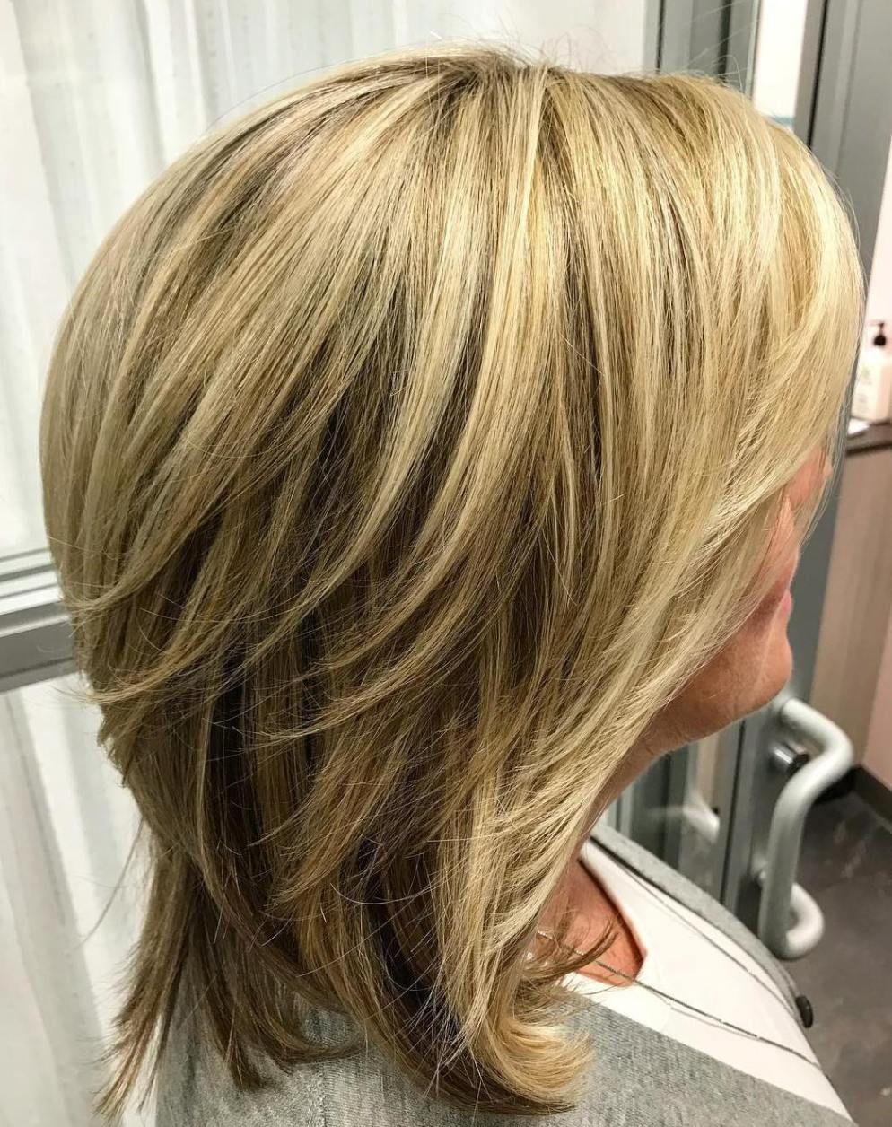 Shoulder Length Layered Blonde Hairstyle Coiffures Coupes De Cheveux Modele Coiffure Cheveux Courts Coiffure Cheveux Mi Long