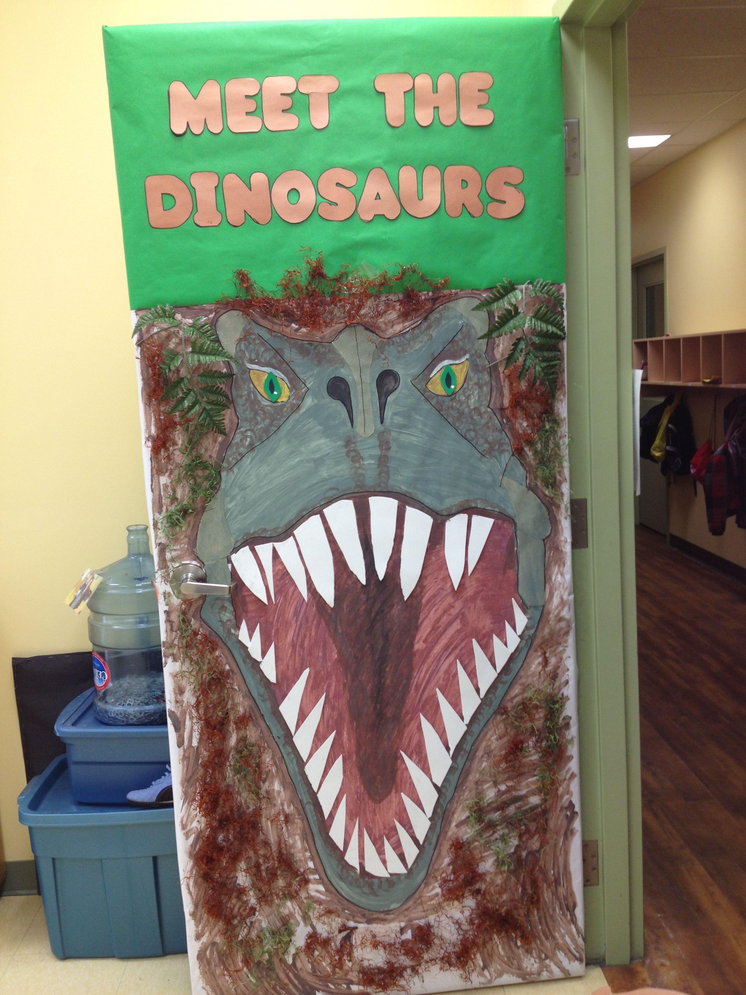 Meet the dinosaurs classroom door dinos pinterest for Puerta jurassic world