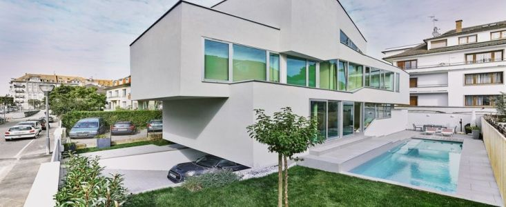 Impressionnante maison urbaine contemporaine et sa toiture
