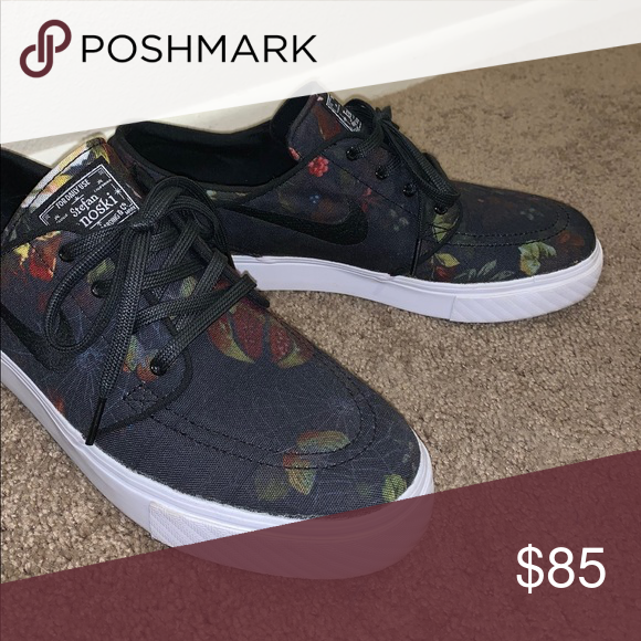 new product 72827 73161 NIKE SB JANOSKI FLORAL CANVAS SHOES •Only worn a few times •Men s size 9 Nike  Shoes Sneakers