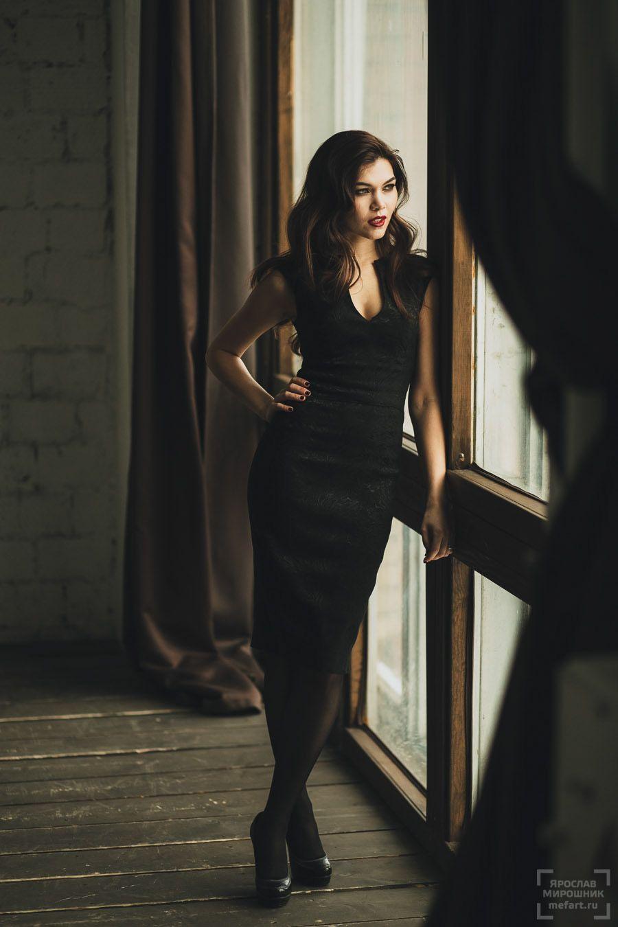 фотосессия в студии в москве: девушка в черном платье с ...