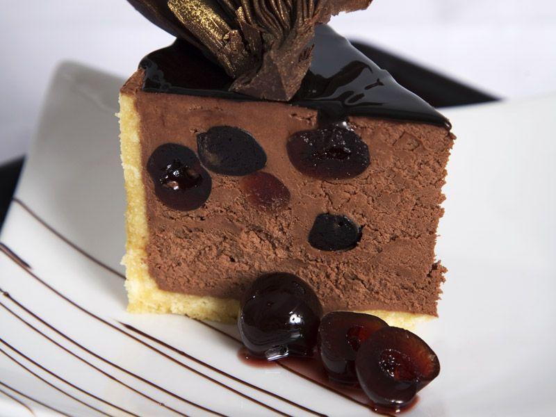 Zmrzlinová čokoládová torta s višňami