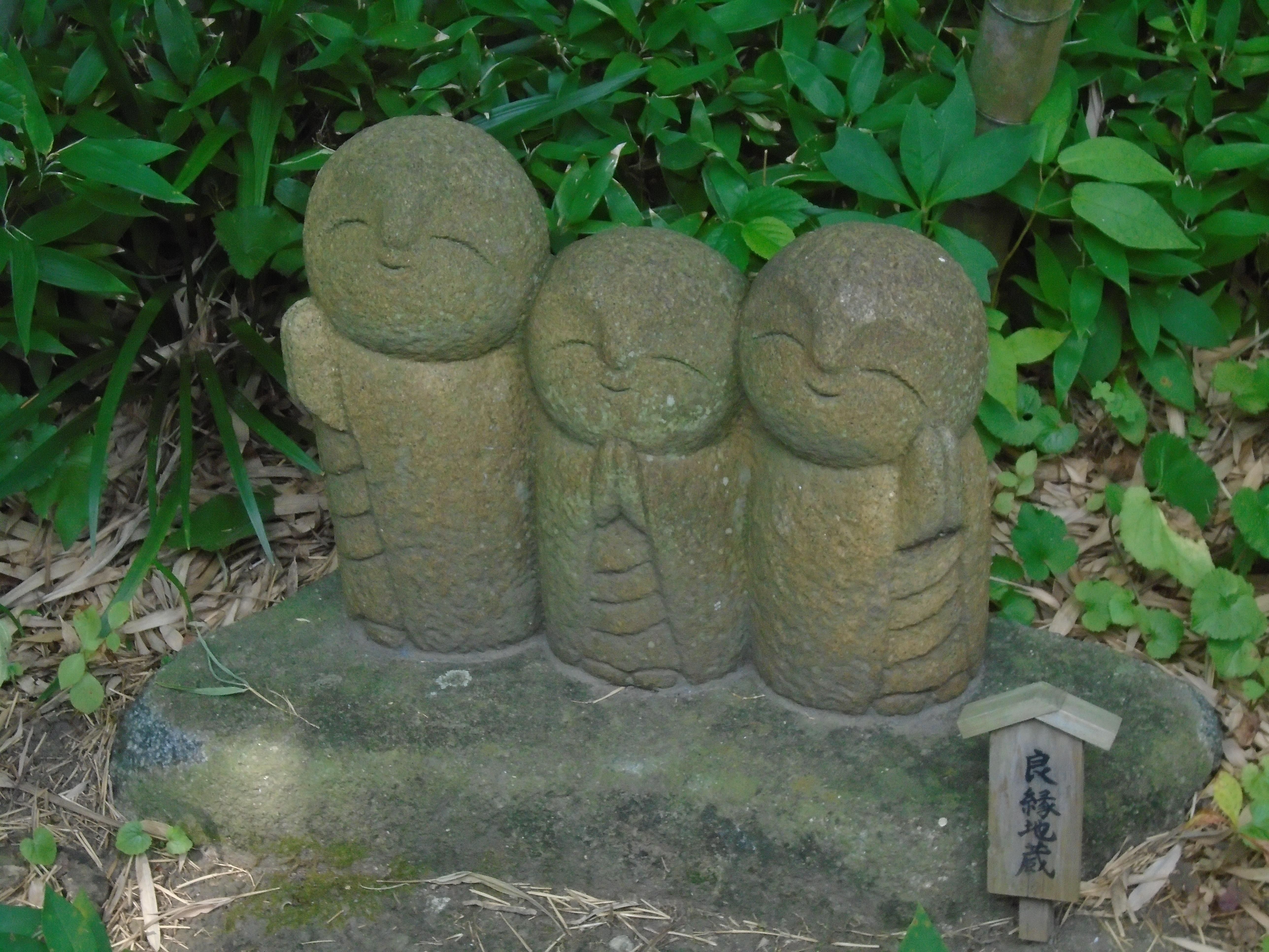 Happy Monks in Kanazawa [5152x3864]