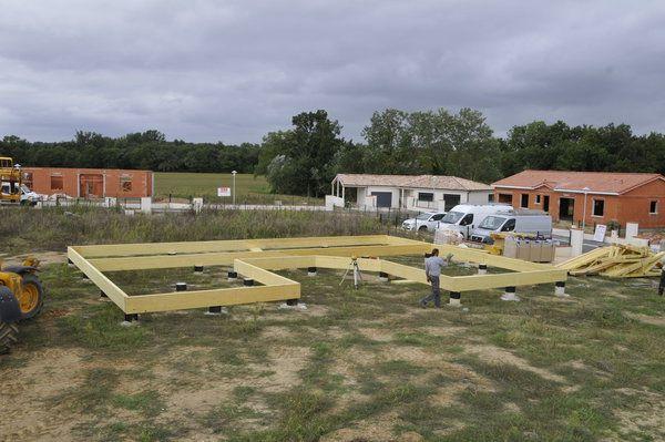 Etape 1 de la la construction du0027une maison à ossature bois  pose du