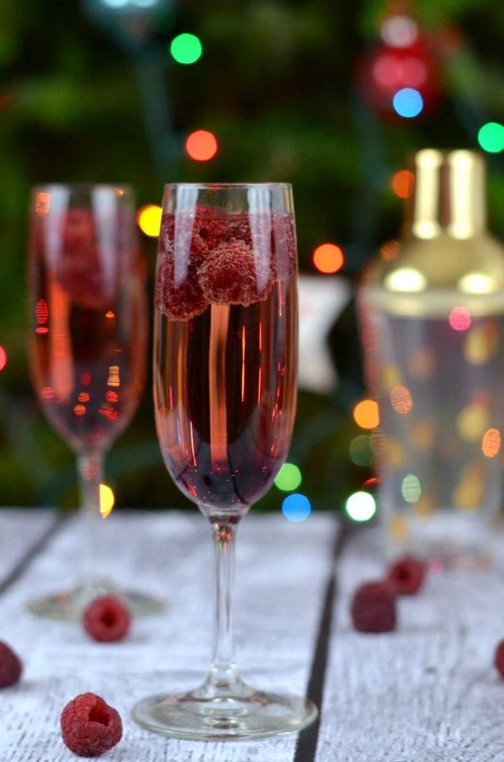 Raspberry Chambord Drink Perfect For New Year S Eve Or Any Party Recipe Champagne Cocktail Chambord And Prosecco Holiday Recipes Drinks