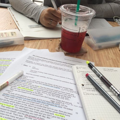shannastudies:  spent the day finishing up some literature essays with my friend at a nearby starbucks (ノ◕ヮ◕)ノ*:・゚✧