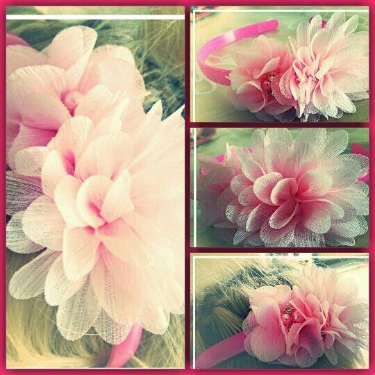 Haarband met roze bloemen. Binnenkort te bestellen op www.suzancreatief.nl
