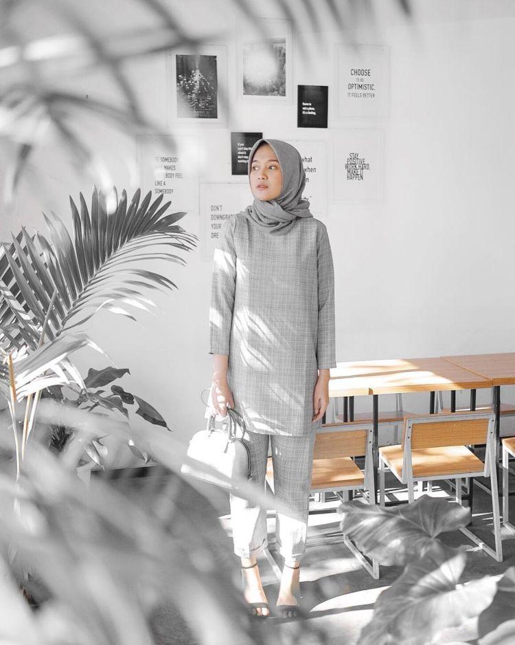 8 Padu Padan Hijab Kasual Untuk Usia 20 An Nggak Berlebihan Juga