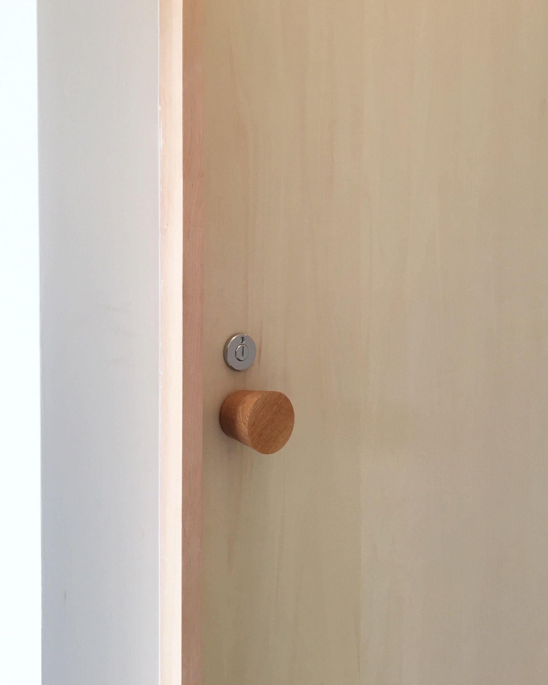 木のドアノブ 表示錠付きにしてトイレ扉にも使えます ドアノブ