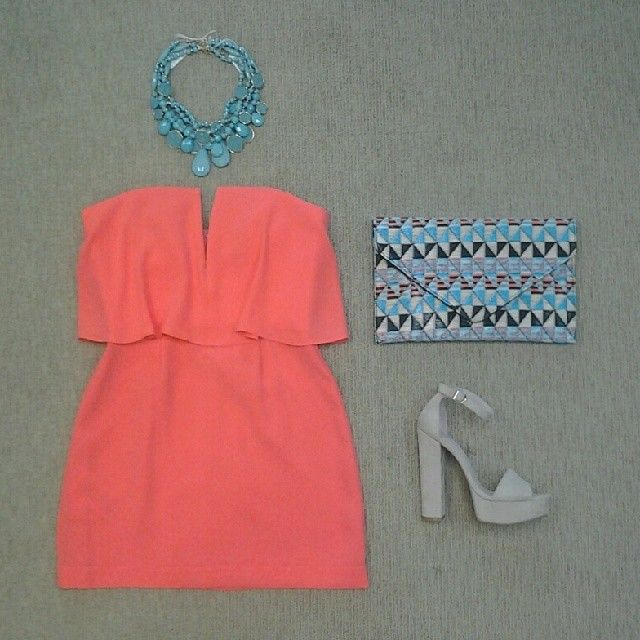 BCBG Kate strapless dress, turquoise druzzy necklace, straw envelope clutch, and Chinese Laundry Avenue suede sandal