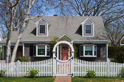 Cape cod style home landscaping ideas home design and style for Landscaping for cape cod style houses