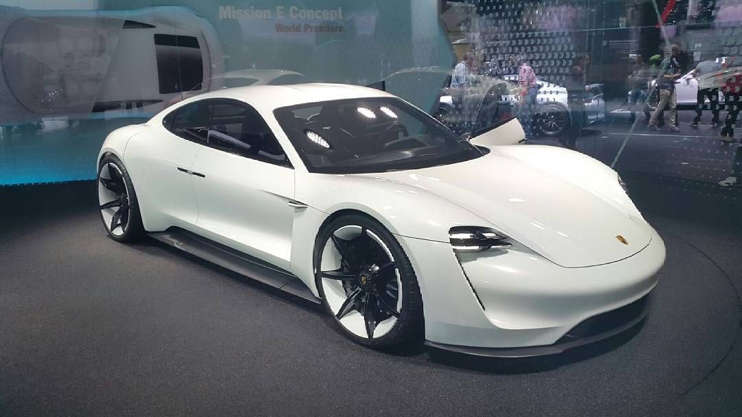 «Porsche Mission E - how do you like this concept car?  by: @mthrfucars  #porsche #918 #porsche918 #918spyder #spyder918 #spyder #porsche911 #porschelife…»