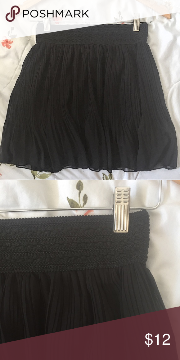 ✌🏽Black pleated skirt Flowy and easy to slip on. Bundle and save. Buy 3+ items get 30% off.   🌸Make offers on bundles  🌸No trades 🌸That day or next day shipping   •3 for $12 •5 for $20 Skirts Mini