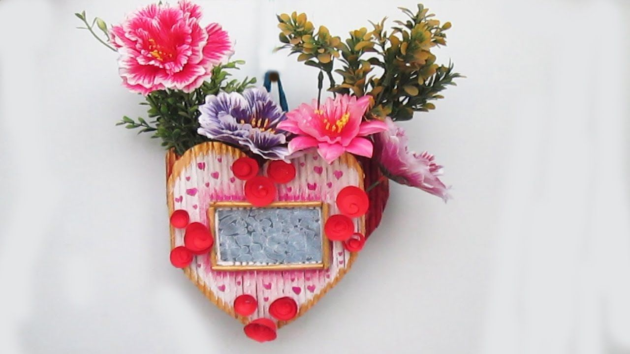 Flower Vase With Photo Frame Using Newspaper Diy Newspaper Wall